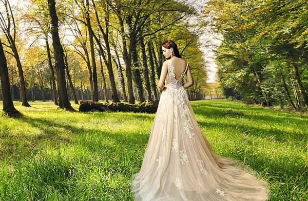 Ein Brautkleid in Creme und im Vintage Stil